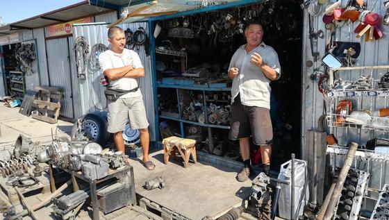 «Чужим не торгуем»: Продавцы автозапчастей из Актобе рассказали, где берут товар