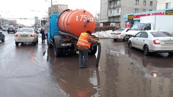 Исекешеву рассказали, как справлялись с последствиями двухчасового ливня в Астане