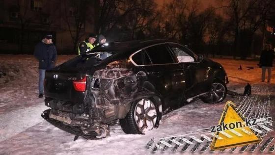 Водитель BMW сбежал, устроив ДТП в Алматы (фото)