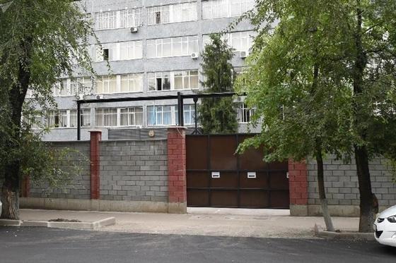 Перед РОВД Алматы уберут заборы и откроют приемные