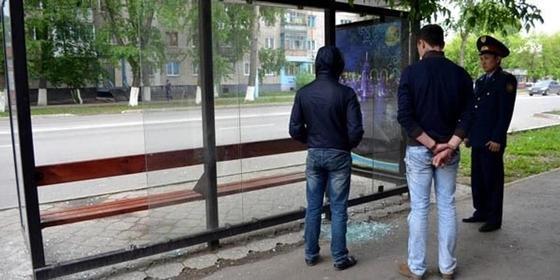 Вандалы разбили более 30 остановок в Петропавловске