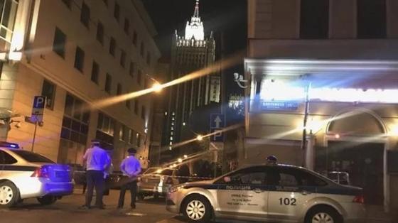 Мужчина, стрелявший в полицейских в Москве, умер от смертельной раны