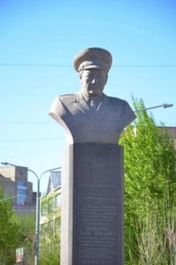 бюст Герою Советского Союза
