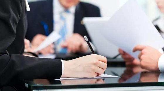 Казахстанских депутатов возмутила непомерно высокая зарплата иностранных специалистов