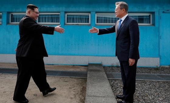 Журналисты разгадали секрет ботинок Ким Чен Ына и узнали его настоящий рост