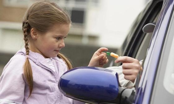 Рассылка о заманивающей детей в машину женщине напугала жителей Костанайской области