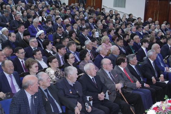 Аким Жамбылской области Аскар Мырзахметов провел отчетную встречу с населением