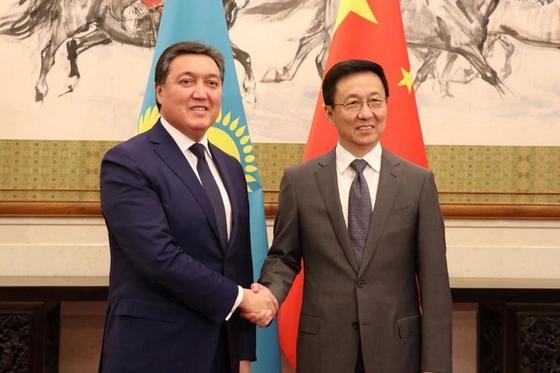 Первый Вице-Премьер РК Аскар Мамин в Пекине провел переговоры с заместителем Премьера Госсовета КНР Хань Чженом