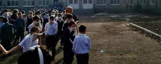 Учительница в Башкирии пыталась защитить детей от нападавшего школьника