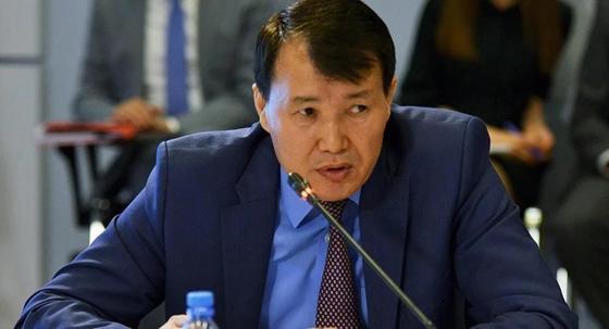 """""""Что ты бубнишь"""": Президент сделал замечание Шпекбаеву"""