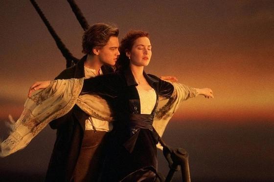 Молодожены потерпели неудачу при попытке повторить сцену из «Титаника» (видео)