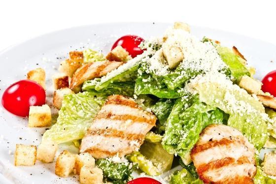 Салат «Цезарь»: рецепт простой с курицей