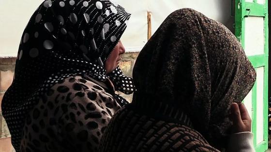 «Разденем догола и снимем на видео»: девушка из села рассказала о пережитом ужасе
