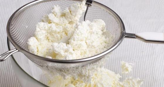 Домашний сыр из творога с зеленью