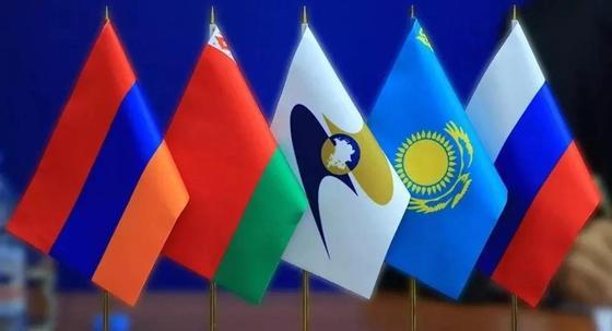 Представитель Казахстана в СНГ будет получать зарплату 5700 долларов в месяц
