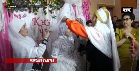 Девушка из Дома мамы в Семее вышла замуж (фото)