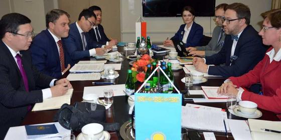 Итоги казахстанско-польского сотрудничества и планы на будущее обсудили в Варшаве