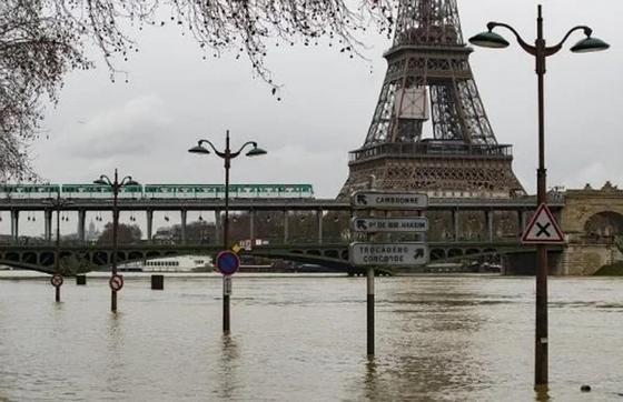 Көпшіліктің арман қаласына айналған Парижді су басып кетті