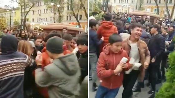 Алматинская молодежь устроила давку и расхватала бесплатные донеры (видео)