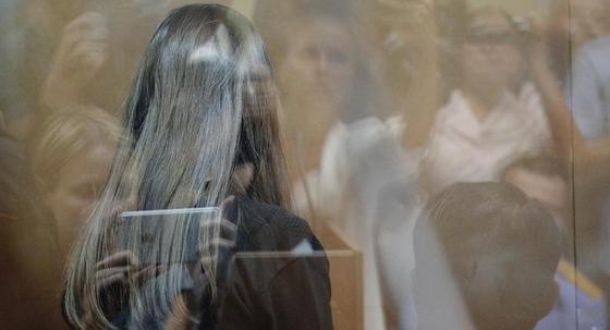 Адвокаты просят освободить сестер-убийц из-под ареста