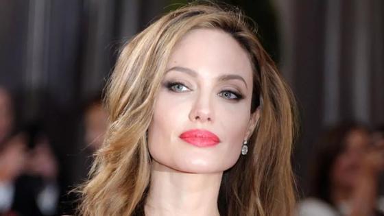 Джоли запросила за визит в Казахстан миллион долларов