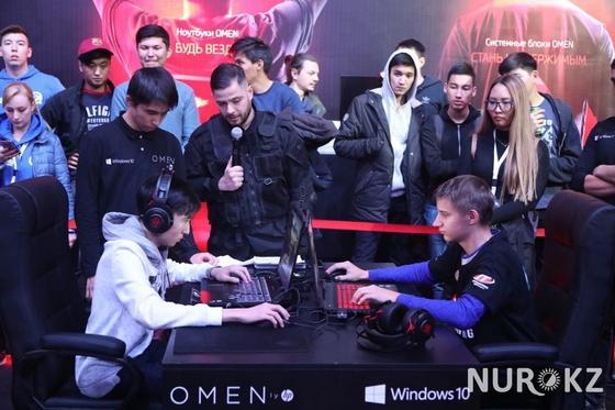 На соревнованиях по киберспорту в Алматы закончился турнир по Counter-Strike (фото)