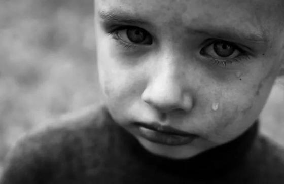 Женщина 7 лет морила голодом приемного ребенка ради пособия