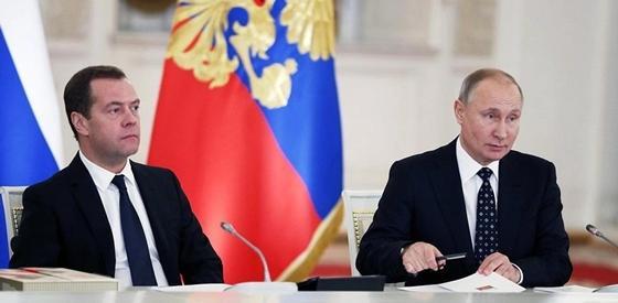 Медведев опять стал премьером. Почему Путин не хочет его менять?