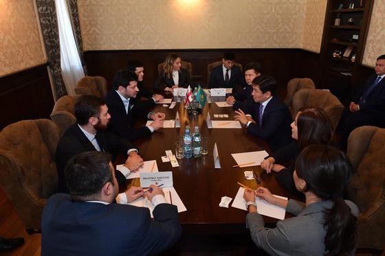 Бауыржан Байбек и Каха Каладзе договорились укрепить сотрудничество между Алматы и Тбилиси