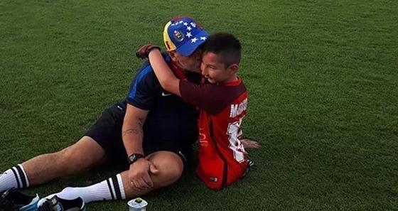 Мальчик без ног Али Турганбеков после встречи с Марадоной загадал новое желание
