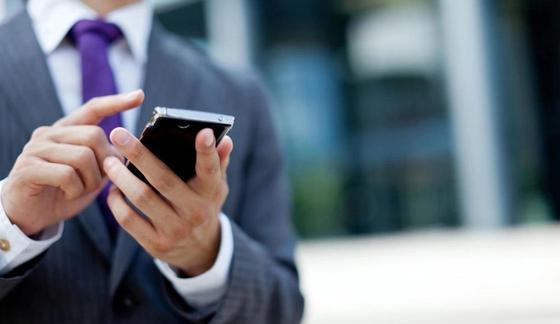 Казахстанским чиновникам вернут смартфоны, но заблокируют камеры на них