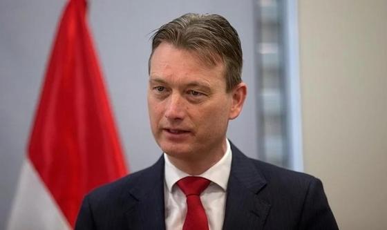 Cолгавший о встрече с Путиным глава МИД Нидерландов ушел в отставку