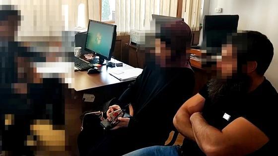Алматылық кәсіпкер Солих алтыншы әйелі Светланамен. Фото: Видеодан үзінді.