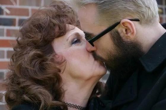 19-летний муж 72-летней пенсионерки: она потрясающая любовница (фото, видео)