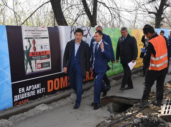 Еще почти 600 дворов отремонтируют в этом году в Алматы