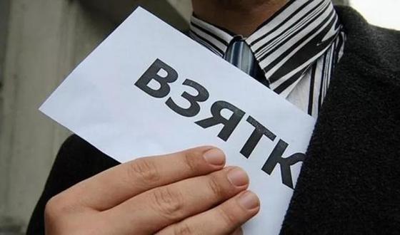 Чиновницу из отдела образования подозревают в мошенничестве в Караганде