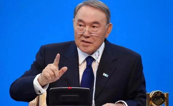 Назарбаев предложил переселять жителей аулов в высотки Астаны и Алматы