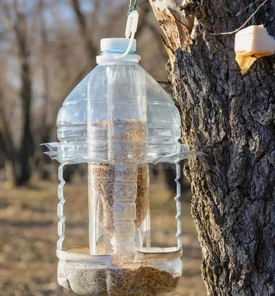 Кормушка для птиц из пластиковых бутылок