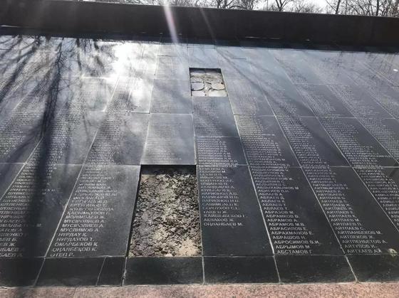 В Шымкенте пострадал от вандалов мемориал Славы (фото)