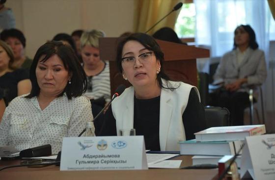 В Алматы презентовали пособие по внедрению 2 новых учебников в образовательный процесс