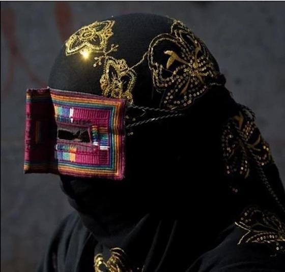 """Необычные традиции: почему иранские женщины носят """"усы"""""""