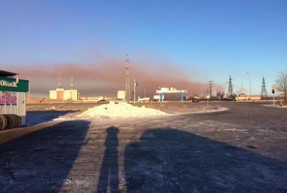 Черный снег в Темиртау: аким велел экологам выяснить причину