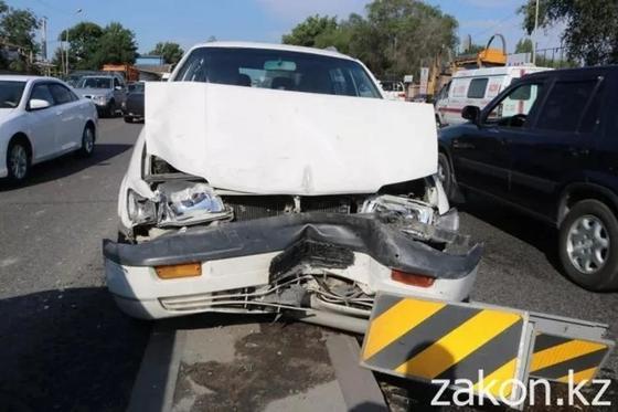Инфаркт миокарда у водителя спровоцировал ДТП в Алматы (фото)