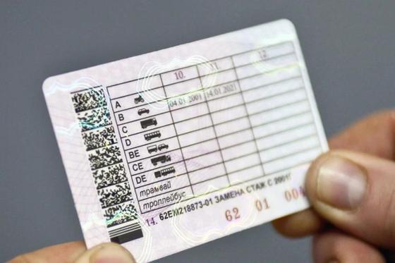 Посол Египта получил водительские права в Казахстане (фото)