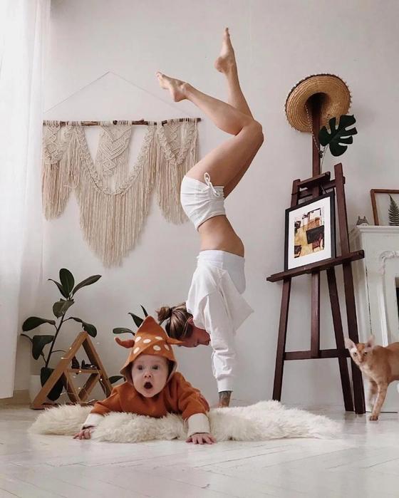 10 огненных фото йогини, у которой двое сыновей, муж и кот