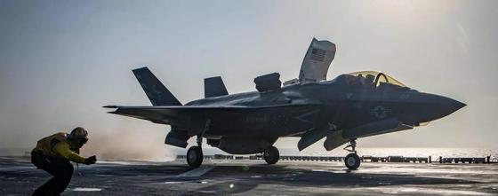 Амерканский суперсовременный истребитель F-35 впервые потерпел катастрофу