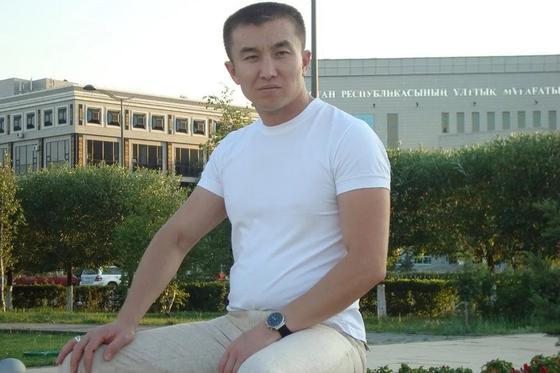 Родные просят помочь вернуть домой тело погибшего в теракте казахстанца