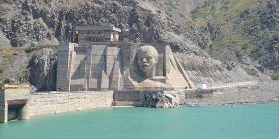 Продавать воду Казахстану предлагает кыргызстанский политик