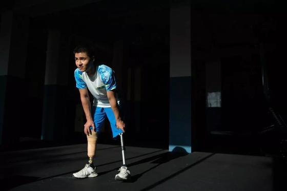 Потерявший в 13 лет ноги алматинец назвал 13 причин, чтобы жить