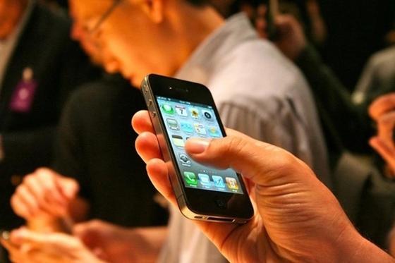 Сельский аким вымогал у осужденного взятку в виде единиц на баланс телефона